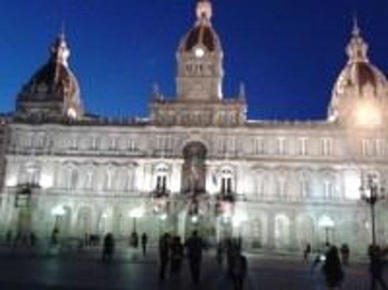 Plaza de María Pita: Foto nocturna tomada con móvil