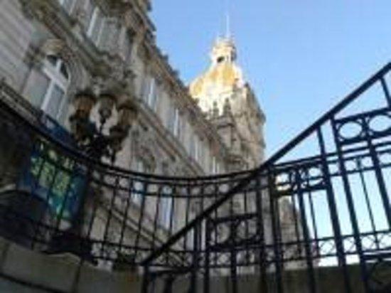 Plaza de María Pita: Subida desde el Parking subterráneo a la Plaza Mayor de A Coruña