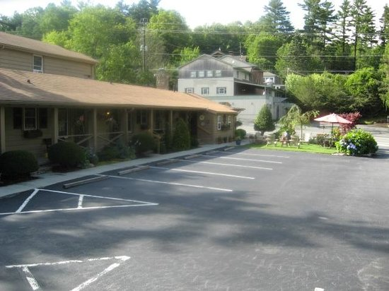Mountainaire Inn and Log Cabins: Hotel exterior