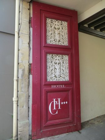 Hotel Churchill: Front door