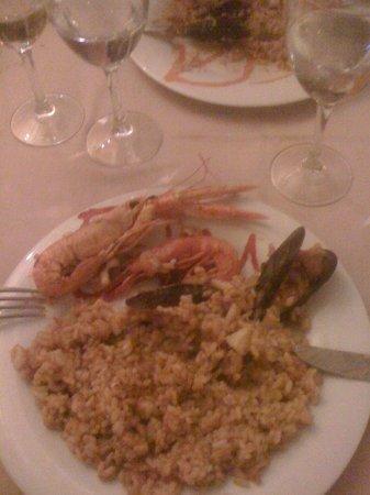 Emperador: An inital portion of seafood paella