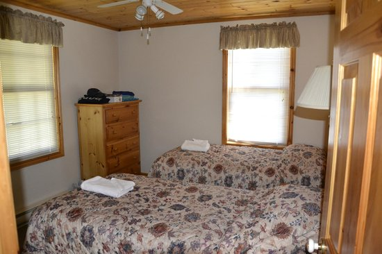 Port Cunnington Lodge & Resort: 2nd Bedroom - 2 Twin Beds