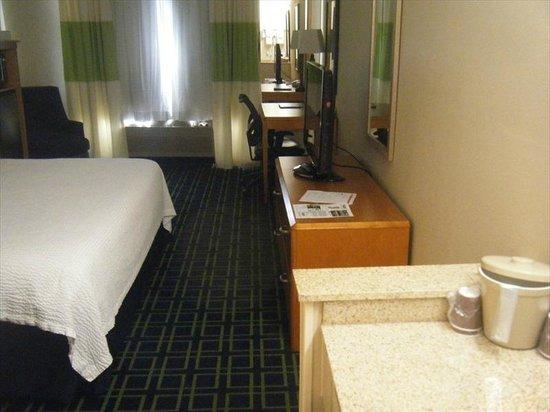 Fairfield Inn Seattle Sea-Tac Airport : Room 338