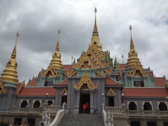 Phra Mahathat Chedi Pakdee Prakas