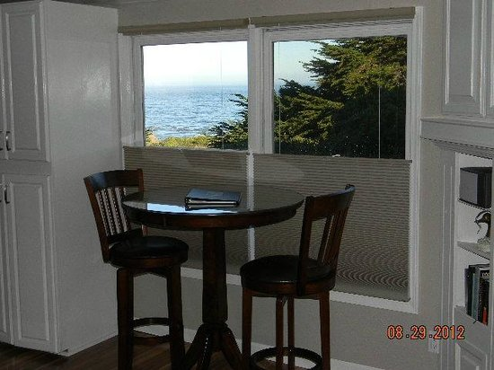 Mendocino Seaside Cottage: Special Occasion