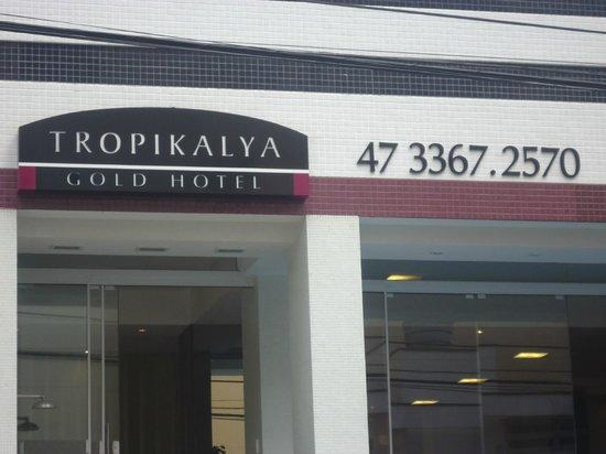 Tropikalya Gold Hotel: FACHADA DO HOTEL