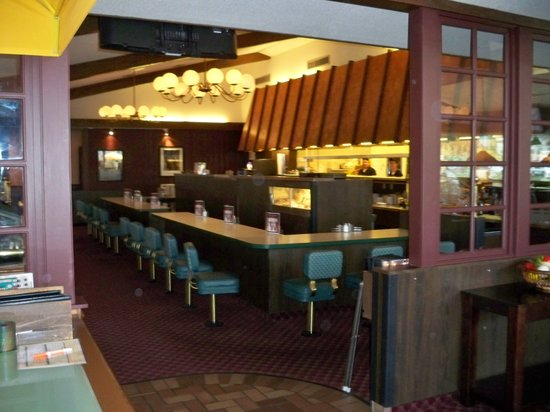 Mitzi's American Grill: Inside of restaurant