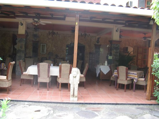 Villa del Sueño: Lobby and restaurant