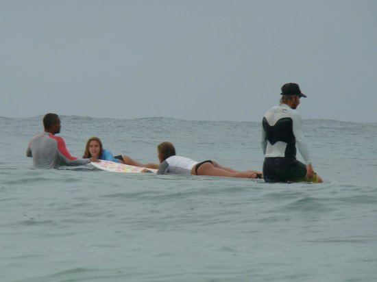 Surf 787 Guest Villa: Nego,Damiano and the girls waiting for the right wave