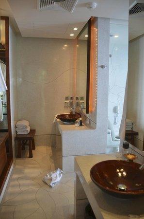 Paresa Resort Phuket : Talay suite bathroom