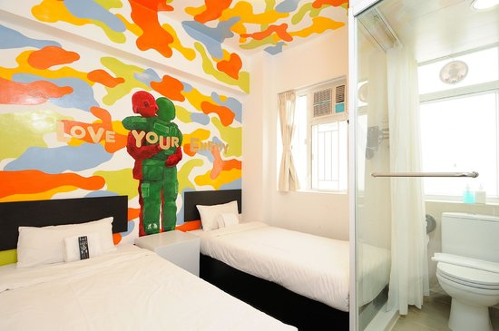 Hop Inn: Twin room by Vaan