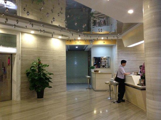 Hua Yan Hotel : front desk