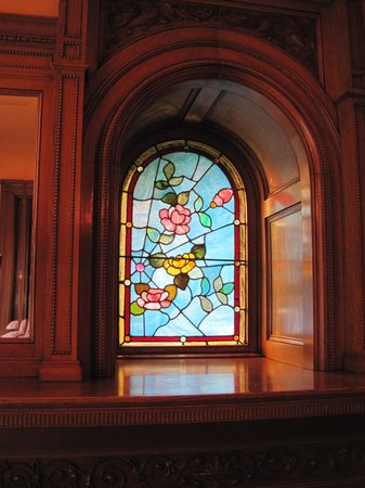 Deepwood Museum & Gardens : Beautiful stained-glass window