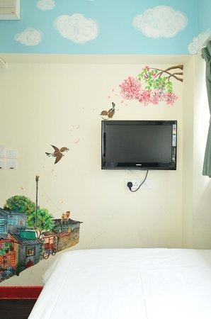 Hop Inn: Double room by Rainbow Leung