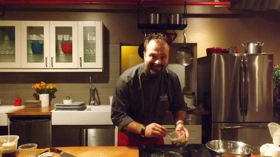 La Guilde Culinaire: Le Chef Jonathan fesant une recette
