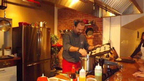 La Guilde Culinaire: Toujours notre Chef Jonathan au travail