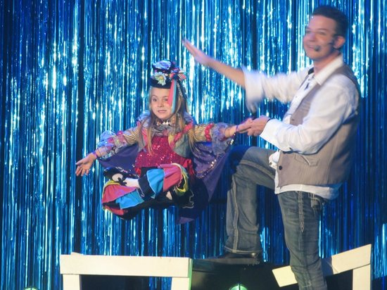 The Magic & Comedy of Taylor Reed : Fantastic family fun!