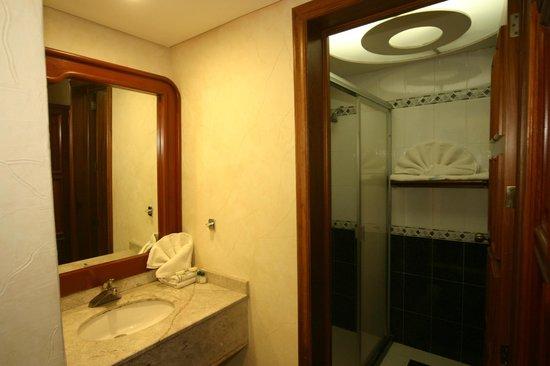 Hotel Cantera Real: Baños