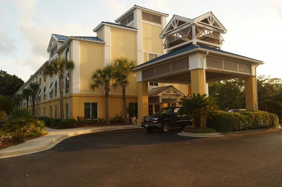 Holiday Inn Express Charleston : Front View