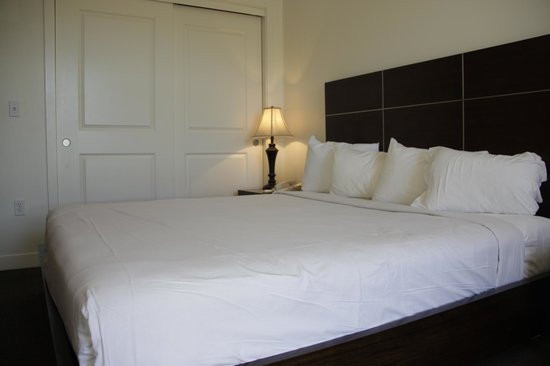 Aston MonteLago Village Resort: The Bed in the One Bedroom.