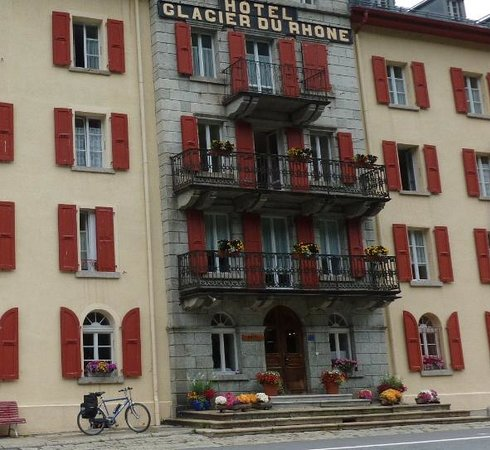 Hotel Glacier du Rhone: Vor das Hotel bereit um weiter nach eine gute Nacht Erholung!
