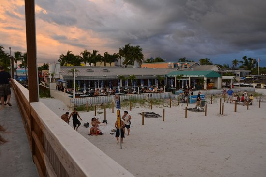 Pierside Grill and Famous Blowfish Bar: view of Beach Pierside Grill from the pier.