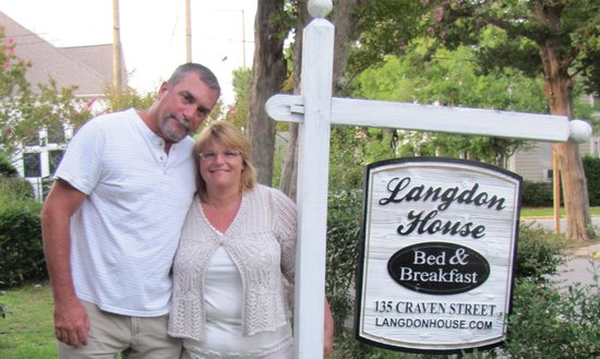 Langdon House Bed and Breakfast: Langdon House sign