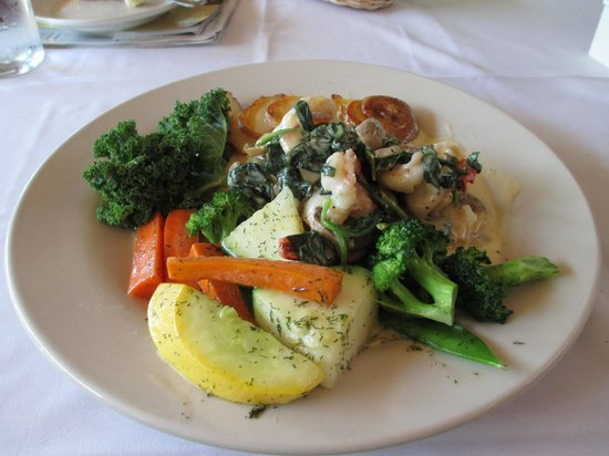 Chico's Cafe: Alaskan halibut with shrimp Florentine sauce
