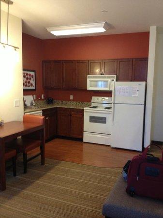 Residence Inn Poughkeepsie: Kitchen area in King Studio Room