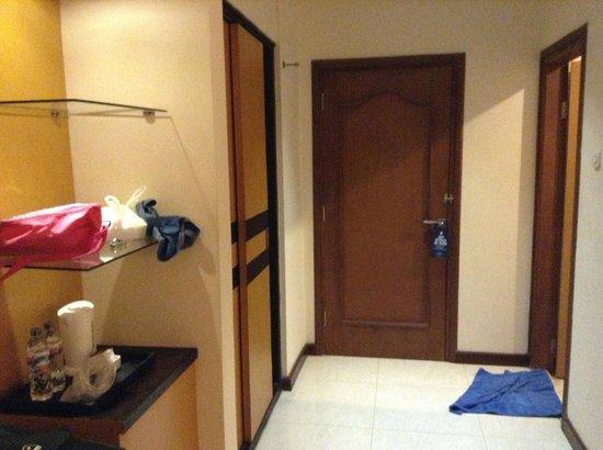 Hotel Baron Indah : pintunya kamar