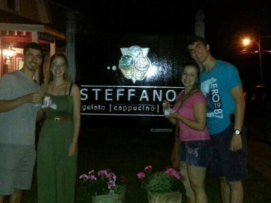 Steffanos: Comment bien terminer une soirée, avec un Gelato fait avec passion!!