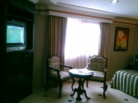 Hotel Casino Plaza: es la salita de estar en la habitacion