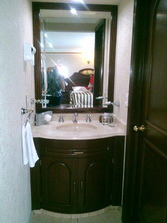 Hotel Casino Plaza: Este es el lavamanos del baño