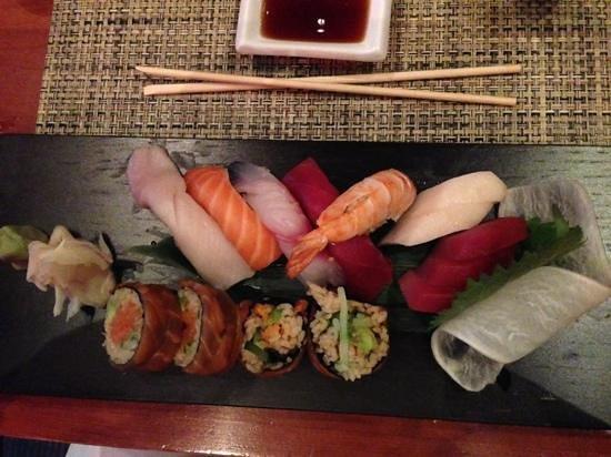 Kaizen Sushi Bar and Restaurant : mixte Sushis et sashimis