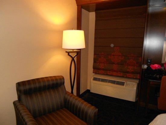 Hampton Inn Danville : Updating window treatments and room fixtures