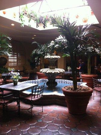 Hotel Encanto de Las Cruces: fountain