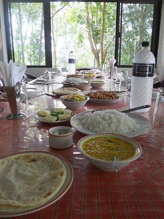 Hillside Resort: lunch!