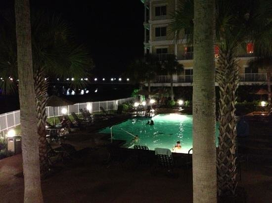Courtyard Charleston Waterfront: pool still warm out!