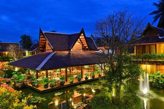 Angkor Village Hotel: L'Auberge des Temples at night