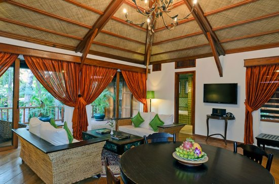 Angkor Village Hotel: Pool View Suite living area