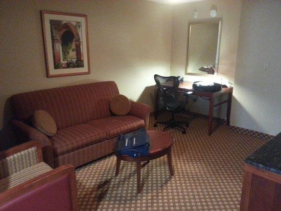 Hilton Garden Inn Casper: living room/sitting area