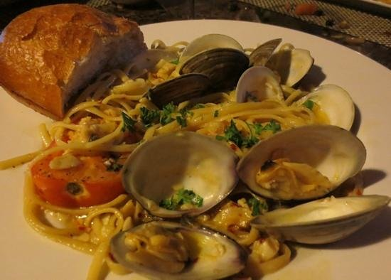 Breakers Restaurant & Bar: Spicy pasta with clams