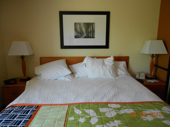 Fairfield Inn & Suites Bend Downtown : Comfortable bed
