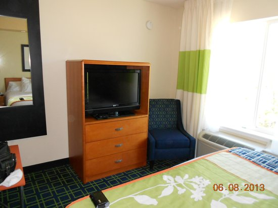 Fairfield Inn & Suites Bend Downtown : Television at the end of the bed