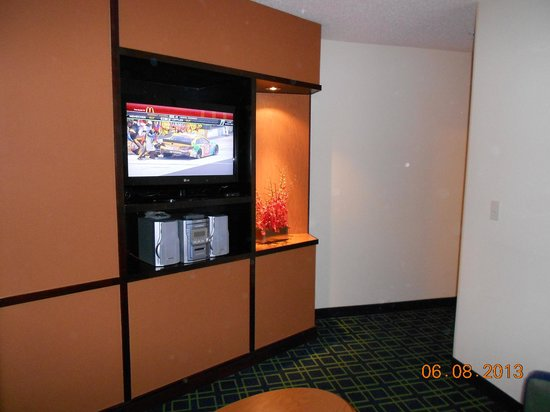 Fairfield Inn & Suites Bend Downtown: Living room area and entryway