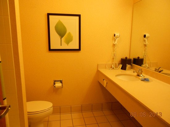Fairfield Inn & Suites Bend Downtown : Bathroom was nice and clean