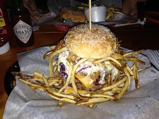 The Singing Pig BBQ Restaurant: il doppio hamburger di angus