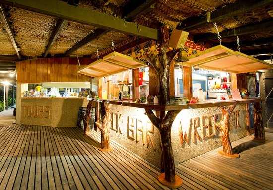 Robinson Crusoe Island Resort: Cool of at the Wrck Bar