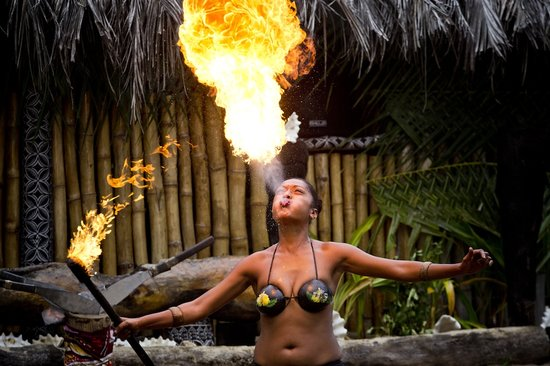 Robinson Crusoe Island Resort: Latu Fire Show