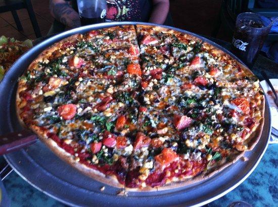 Oregano's Pizza Bistro: great pizza!!!